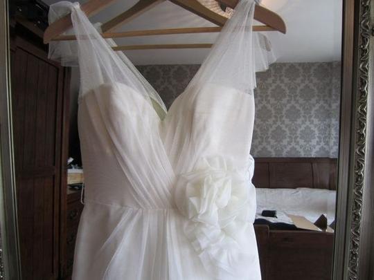 Vera Wang  Ivory Chiffon Vw351039 Vintage Wedding Dress