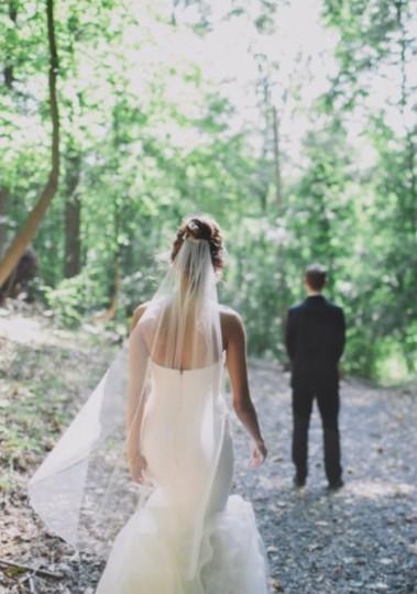 Vera Wang  White Medium Simple Tulle Bridal Veil